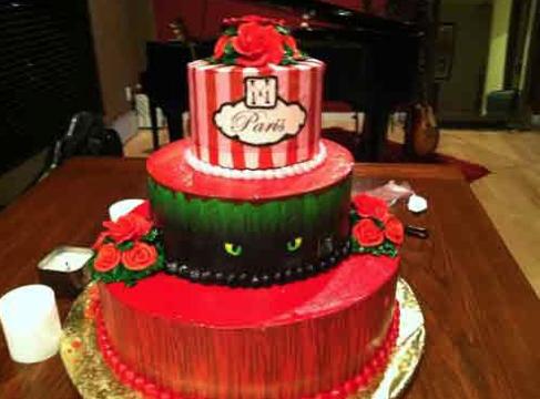 guy-crashes-paris-hiltons-birthday-cake
