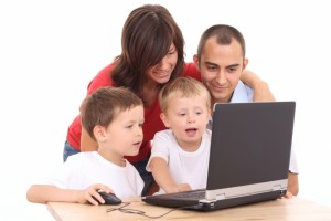 Roles-Of-Parents-To-Their-Children-Using-Internet-300x200