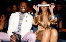 Rihanna Taped Mayweather's Mouth: An Internet Sensation