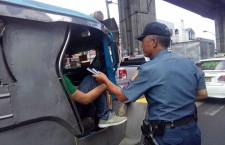 Policemen Distributing Bibles on the Street gets Viral